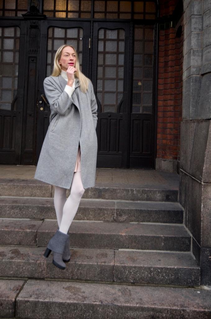 Takki, Zara. Neule, Hennes & Mauritz. Hame, Vero Moda / Stockmann. Kengät, Hogan   www.stillme.fi